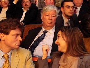 Ющенко присвоил отцу Порошенко звание Героя Украины