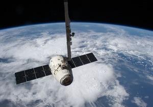 Сегодня Dragon пристыкуется к МКС с помощью манипулятора