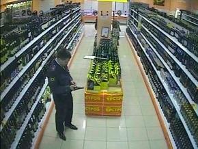 Милиционера, устроившего стрельбу в московском супермаркете, взяли под стражу