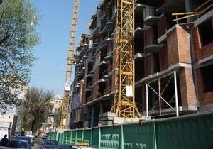 Строительство многоэтажного дома возле Софии Киевской