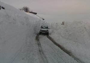 В Крыму из-за непогоды и опасности схода лавин ГАИ закрыла дорогу на Ай-Петри