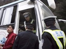 Более 100 тибетцев сдались китайским властям