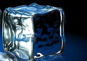 Латвийский фокусник попал в реанимацию после 64-часового пребывания в ледяном кубе