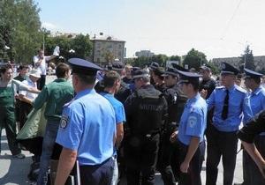 Свобода: В Черкассах милиция уничтожила палаточный городок оппозиции