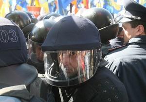 Милиция взяла место сбора оппозиции в оцепление