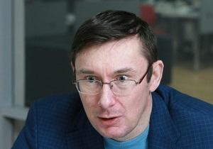Луценко - оппозиция - Луценко уехал в Польшу до сентября из-за Яценюка - источник