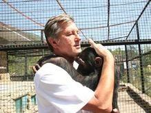 Ющенко побывал в вольере с тигром в Ялтинском зоопарке