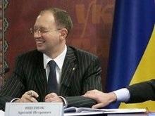 Яценюк взял себе пресс-секретаря с 5 канала