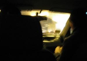 В Киеве пьяный водитель за рулем полицейского авто врезался в микроавтобус