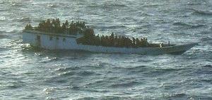 У берегов Австралии затонуло судно с нелегалами: спасти удалось более 120 человек