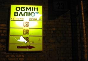 Слабеющей экономике Украины нужен допинг девальвации - опрос Reuters
