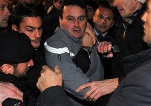 Мужчину, напавшего на Берлускони, на год отправили в психиатрическую клинику