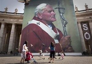 Гроб с телом Иоанна-Павла II вынесли из склепа базилики Святого Петра