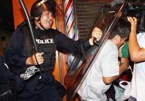 В Бангкоке погибли три участника проправительственного митинга. Столкновение продолжается