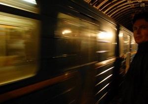 Вчера на зеленой ветке киевского метро почти 20 минут не ходили поезда