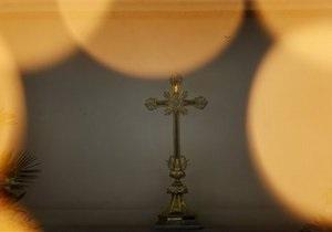 В России мужчина с ножом ворвался в храм, избил священника и объявил себя Богом