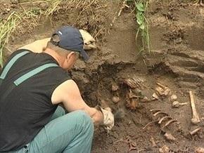 Харьковские археологи нашли тысячелетнюю саблю, языческие амулеты и крестик