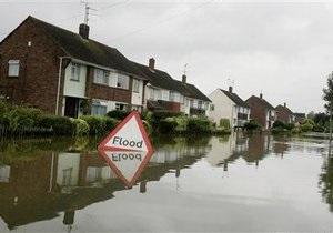 В Великобритании ливни вызвали сильное наводнение, есть жертвы