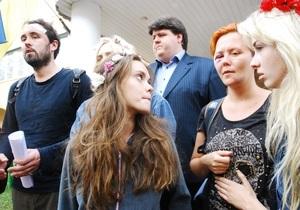 Киевский суд оштрафовал задержанных активисток FEMEN и российского фотокорреспондента