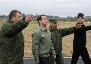 Медведев назвал три главные проблемы российской армии