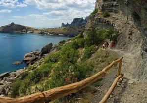 В Крыму на известном туристическом маршруте произошел обвал, два человека пострадали