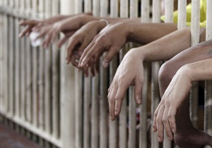 В Китае фальшивых монахов посадили за решетку