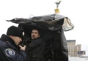 Прокуратура поручила МВД разобраться в потасовке милиции с оппозицией 22 марта на Майдане