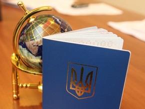 Корреспондент исследовал, почему снизилось число желающих получить украинский паспорт