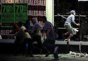 Видео с британкой, осуждающей мародеров в Лондоне, стало интернет-хитом