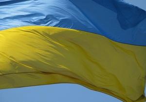 """В Черкассах молодежь создала """"живую"""" Цепь единства Востока и Запада Украины"""