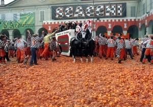 В Италии в апельсиновой битве пострадали 165 человек