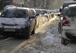 Погода в Украине: В Черновцах из-за сильного снегопада парализовано движение транспорта