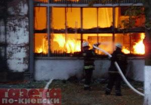 Пожар на метро Нивки все еще не потушен. Предварительная версия следствия - поджог
