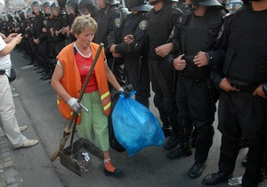 Киевляне жалуются на шум и грязь в центре столицы из-за акций в поддержку Тимошенко
