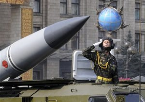Опрос: Большинство украинцев не верят в способность армии защитить Украину от врага