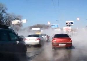 Выпустили пар. Видео последствий прорыва  теплотрассы в центре Киева