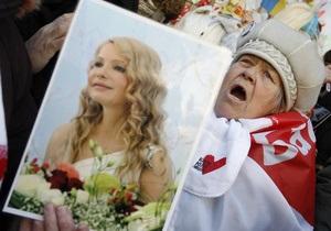 Янукович имеет все возможности, чтобы помиловать Тимошенко – Власенко
