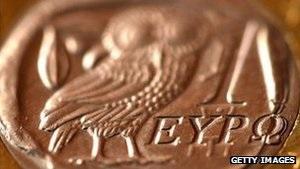 Брюссель требует понизить ставки по греческим облигациям