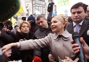 Тимошенко вышла из Генпрокуратуры вместе с Луценко