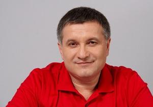 Аваков заявляет, что на него пытаются давить через членов семьи