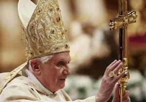 Неизвестный бросился на Папу  Римского перед рождественской мессой в Ватикане (обновлено)