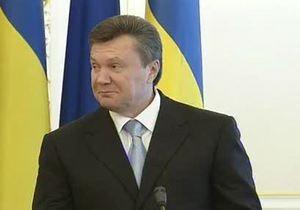 Янукович не смог выговорить слово  вувузела