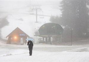 Первый за последние четыре года снег парализовал юг Японии