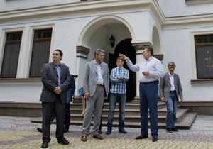 Пресса: В Новых Петровцах рассказывают о графике Януковича