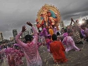 Фотогалерея: По улицам слона носили