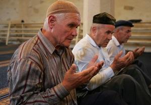 Азаров призвал крымских татар  перестать называть себя депортированными
