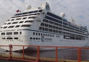Пострадавший от пожара круизный лайнер Azamara Quest прибыл в порт