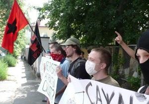Перед консульством РФ в Киеве прошел митинг в поддержку участников разгрома мэрии Химок