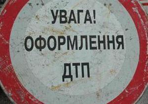 В Киеве маршрутка столкнулась с автомобилем: есть пострадавшие