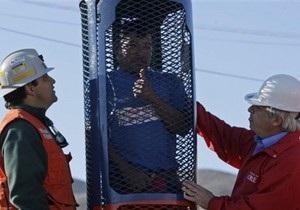 Для подъема чилийских горняков к месту их заточения привезли стальную клетку